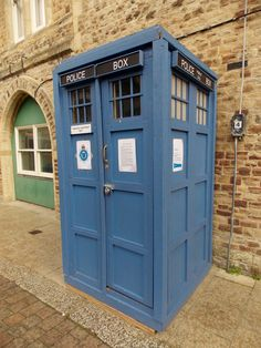 I walked passed this 'Police Box' the other day in Hastings, I though Dr Who may have landed, but nothing so exciting, but a great way to hide the town's rubbish. By B Lowe