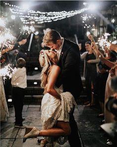4,990 отметок «Нравится», 10 комментариев — Wedding Photo Inspiration (@weddingphotoinspiration) в Instagram: «by @alex.modisette»