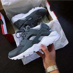 Mens/Womens Nike Shoes 2016 On Sale!Nike Air Max, Nike Shox, Nike Free Run Shoes, etc. of newest Nike Shoes for discount sale Nike Air Huarache, Zapatillas Nike Huarache, Zapatillas Nike Jordan, Nike Shox, Sock Shoes, Cute Shoes, Me Too Shoes, Women's Shoes, Shoe Boots