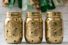Love these Gold Shamrock Mason Jars for a chic St. Patrick's Day table (via @masonjarcraft).