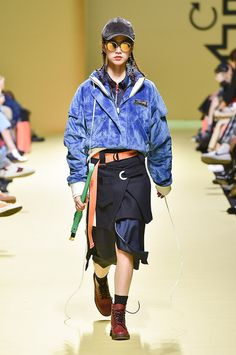 See the complete Cres. E Dim. Seoul Fall 2017 collection.