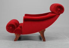 Must get my hands on 'crime and ornamentation' because this is not Functionalist...  An Adolf Loos 'Knieschwimmer' easy chair, Austria