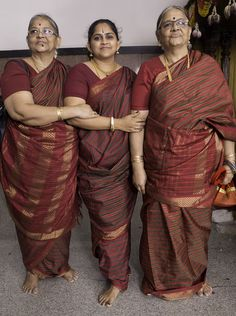 The trio chose to flaunt their striped madisars! Candid Photography, Wedding Photography, Madisar Saree, Beautiful Housewife, Indian Wedding Makeup, Girls Phone Numbers, Indian Natural Beauty, Indian Costumes, Aunty In Saree