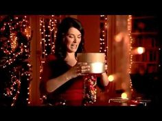 ▶ Nigella's Quick Christmas Cake with Chocolate & Tia Maria - FULL Recipe! - YouTube Our absolute favourite!!