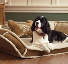 Our Sherpa Pet Bed has a high pile polyester, sherpa-fleece outer cover that retains warmth for cozy comfort.