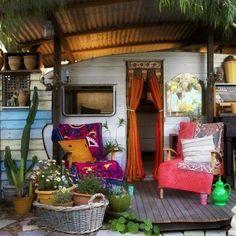 glamping camping camper vintage trailer LOVE IT! Vintage Caravans, Vintage Travel Trailers, Vintage Campers, Vintage Rv, Vintage Motorhome, Vintage Airstream, Vintage Stuff, Vintage Caravan Interiors, Vintage Camper Interior