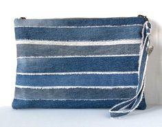 pochette en jean recyclé , collection DENIM : bayadère , pièce unique