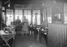 1923 - Düsseldorf, poste de télégraphe occupé par les télégraphistes militaires français | Photographie de presse : Agence Rol