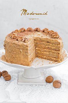 Honey layered cake with caramel creme Medovnik Marlenka Polish Desserts, Polish Recipes, Cake Recipes, Dessert Recipes, Honey Caramel, Honey Cake, Dessert For Dinner, Food Cakes, Holiday Baking