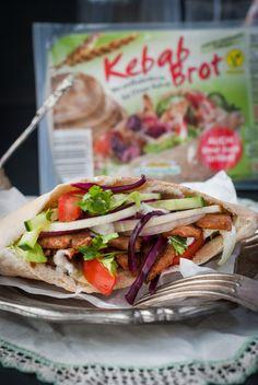 Döner Kebab klassisch nach Berliner Art | Mestemacher.de Kebab, Kraut, Dna, Recipes, Purple Cabbage, Browning, Cilantro, Side Dishes, Classic