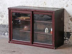 This original vintage Japanese cabinet - with glass fronted sliding doors - can be counter-top or floor mounted. Impressively, it's flexible enough for use in your office, kitchen, hallway or living room. Vintage Bench, Vintage Chairs, Vintage Furniture, Home Furniture, Bedroom Cupboards, Living Room Cabinets, Dining Room Sideboard, Japanese Furniture, Cupboard Storage
