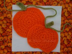 Karen's pattern for crocheting little pumpkin garlands for the fall...ADORABLE.  Can't wait to make some!!