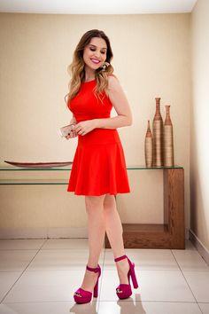 Muitas mulheres ainda tem dificuldade de usar o Vermelho! Essa cor forte e intensa é sensual e super feminina, além de alegre, levantando qualquer look! É uma cor que nunca sai de moda e você pode usá-la de diversas maneiras! COMO USAR O vermelho pode ser usado sozinho, por exemplo, um vestido vermelho, mas também …