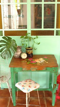 Vintage Wood Furniture Beautiful 34 Ideas For 2019 Hand Painted Furniture, Paint Furniture, Vintage Furniture, Shabby Vintage, Shabby Chic, Vintage Porch, Vintage Wood, Deco Cool, Deco Retro