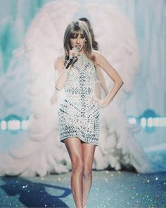 #style #taylorswift #swift #taylor #swiftly #swifties #swiftie #queentaylor #queen #taylorswift13 #singing #singer #blueeyes #blonde #beautiful #cute #nice #celebrity #song #taylorhairstylist #redlips #red #blue #beauty #hollywood #girly #cutegirl #shine #diamond #victoriasecrets http://tipsrazzi.com/ipost/1507754846307469519/?code=BTsnwtWh8jP