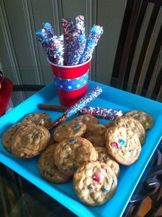 Memorial Day or 4th of July candy dipped pretzels & red white & blue chocolate chip cookies #cookies #chocolatechip #redwhiteandblue