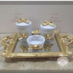 Bandeja + Kit higiene porcelana com laços ✨✨#decoração #instagood #kithigiene #delicadeza #kithigienelaço #luxo #decor #decorandocomestilo #feitoamão #instadecor #arte #artesanato #decoracaoinfantil #kitlindo #kitpersonalizado #baby ✨✨