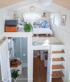 Dolly Rubiano's Tiny MissDolly on Wheels Features Two Lofts and Walk-in Wardrobe Filipino Dolly Rubiano wanted to live rent-free life thus she developed & moved into a tiny house on wheels called Tiny MissDolly on Wheels. Tiny House Closet, Tiny House Bedroom, Tiny House Cabin, Tiny House Living, Tiny House Plans, Loft House, Tiny House On Wheels Stairs, Tiny House Exterior Wheels, Tiny House With Loft