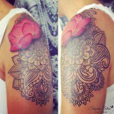 Mehndi com flor de lotus da querida Kate,  Que veio de São Paulo só para fazer essa tattoo 😍💗💖 Gratidão! ☆ Feita com pigmentos e demais materiais Electric Ink.  #mehnditattoo #lotus #electricink #tattoo #sousoelectricink #taizane