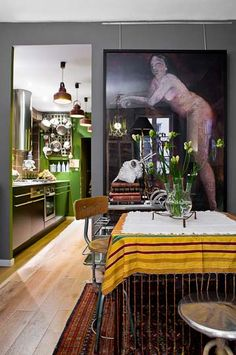 Love the green in the kitchen! Photographe Architecture, Paris Bordeaux, Kitchen Dining, Dining Room, Cook Up A Storm, Beautiful Space, Kitchen Accessories, Decoration, Interior Inspiration