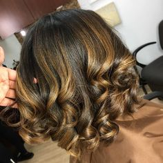 6 Things you need to know about Balayage Highlights – Stylish Hairstyles Pressed Natural Hair, Dyed Natural Hair, Medium Hair Styles, Curly Hair Styles, Natural Hair Styles, Natural Hair Highlights, Straight Hairstyles, Highlighted Hairstyles, Afro