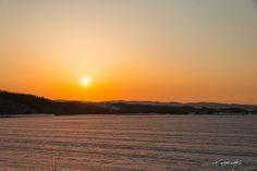It sinks in Biei. 美瑛に沈む。  夕日が綺麗でした。 こうして美瑛に夕日が沈み。 春が近づきます。   気に入っていただけたら沢山シェアしてくださいね。(^^)v