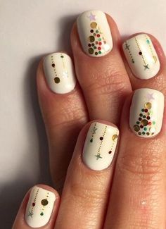 You should prepare your Christmas nail art designs ideas, before Christmas has been and gone!A neat manicure with festive designs can really lift your spirits throughout the season. When your nails… Xmas Nail Art, Christmas Gel Nails, Christmas Nail Art Designs, Holiday Nails, Christmas Ideas, Christmas Snowflakes, Red Christmas, Christmas Music, Christmas Gifts