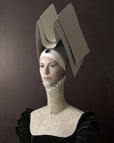 """""""Lucrezia"""" - Photography by Christian Tagliavini Inspiration de la renaissance avec les coiffures et le col"""
