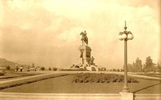 Las fotografías antiguas tienen algo mágico, nos transportan a un pasado, y nos sumergen en la historia.Te ofrecemos las mejores fotos de época de Santiago.