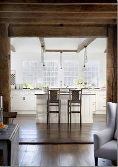 🔔 92 choices of decorating white kitchen cabinets with dark floors that make your kitchen space comfortable 86 Interior Exterior, Home Interior Design, Provence, Country House Interior, White Kitchen Cabinets, Upper Cabinets, Kitchen Reno, Rustic White, Rustic Wood