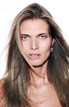 Malgosia Bela par Katja Rahlwes pour Vogue Paris http://www.vogue.fr/beaute/news-beaute/articles/lisseur-vapeur/14693