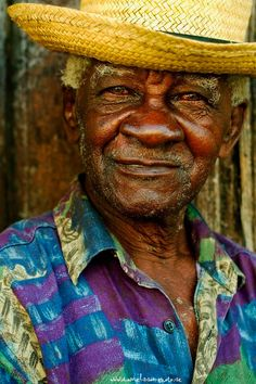 Faces of Cuba: The philosopher We Are The World, People Around The World, Cuban People, Cultures Du Monde, Cuban Art, Old Faces, Havana Cuba, Interesting Faces, Male Face
