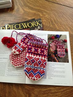 Sámi Children's Mittens by Laura Ricketts Piecework, Jan/Feb 2013 Ravelry: Nordic Heritage Museum Knitters Mittens Pattern, Knit Mittens, Knitted Gloves, Knitting Books, Baby Knitting, Half Gloves, Knitting Patterns, Knitting Ideas, Crochet Snowflakes