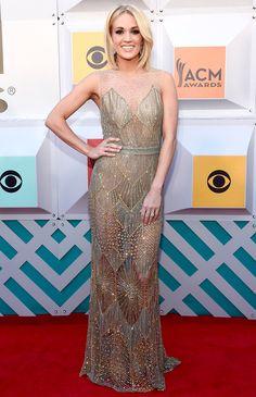 Carrie Underwood usando un vestido nude de Davidson Zanine, ¡se le ve increíble! #fashion #nude #dress #hautecouture