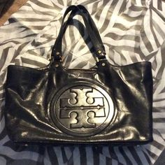 Tory Burch Bombe Leather Tote One of my favorite bags. Has been LOVED, and signs of wear can be seen along all edges and on the metal. Interior is pretty clean. Some small scuffs on logo. Tory dust bag not included. Tory Burch Bags Totes
