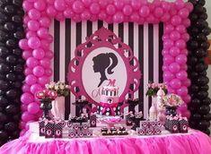 Barbie Party Decorations, Barbie Theme Party, Barbie Birthday Cake, Birthday Decorations, Party Kulissen, Glow Party, Party Games, Barbie Cupcakes, Bolo Barbie