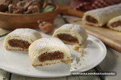 Prhke, mekane, punjene marmeladom od smokava i bademima.