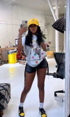 Swag Outfits For Girls, Cute Swag Outfits, Outfits With Hats, Dope Outfits, Teen Fashion Outfits, Retro Outfits, Girl Outfits, Black Girl Fashion, Tomboy Fashion