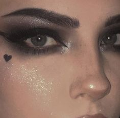 Emo Makeup, Dark Makeup, Girls Makeup, Makeup Art, Beauty Makeup, Asian Makeup, Korean Makeup, Grunge Eye Makeup, Edgy Eye Makeup