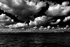 Simon Williamson 4 aug. 2013 Huge skies over the Farne Islands, Northumberland, UK (Taken from a boat, so some straightening was needed :-)