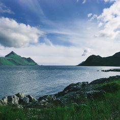 Až jednou přijde čas kdy nebe nad hlavami rozhodne se opustit nás to tehdy jen málo z vás bude si jisto že našlo své vysněné místo. Však já ho našel a s nevýslovnými pocity vděku věřím že i to vaše se skrývá ještě za neotevřenými dveřmi  - Location: Lofoten islands Norway by vojtechlinkgawlas