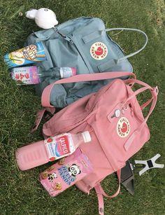 vsco accessories for room Mochila Kanken, Fjallraven Kanken Mini, Art Hoe Aesthetic, Summer Aesthetic, Aesthetic Clothes, Cute Backpacks, School Backpacks, Popular Backpacks, Girl Backpacks