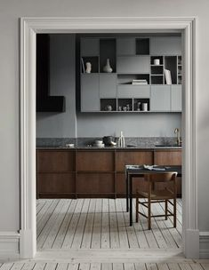 History Meets a Modern Lifestyle in the Latest project by Nordiska Kök Modern Kitchen Design history Kök latest Lifestyle Meets Modern Nordiska Project Kitchen Style, New Kitchen, Kitchen Remodel, Interior, Nordic Kitchen, Wooden Kitchen, Kitchen Design, Minimalist Kitchen, Interior Design Kitchen