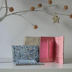 Johanna Pautler sur Instagram: // Compère // Ces petits portefeuilles réalisés d'après les patrons Sacôtin sont pratiques, élégants et peuvent se décliner aussi bien pour…