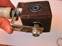 home made gimbal - wooden cube and ball bearings.jpg (800×600)