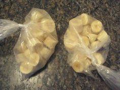 Dica: Antes que as bananas estraguem, congele-as. Para isso, basta cortá-las em rodelas grossas, colocar numa assadeira e espremer um limão por cima. Leve ao freezer até que estejam bem firmes; depois coloque num saco plástico ou vasilha fechada. Use em vitaminas, shakes, bolos e pães.  Aqui: https://www.facebook.com/pages/Chiquinha-Artesanato/345067182280566