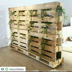 Cheap Wooden Pallet Room Divider Design And Decor Ideas Fabric Room Dividers, Room Divider Walls, Hanging Room Dividers, Folding Room Dividers, Diy Room Divider, Office Dividers, Pallet Room, Pallet Walls, Pallet Furniture