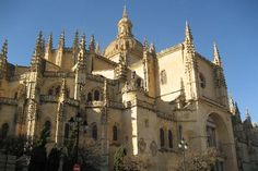 The beautiful cathedral in Segovia, España. This picture is much better than the one I tried to take as I walked by. For one thing, this one has no people in the foreground with cameras. :-)
