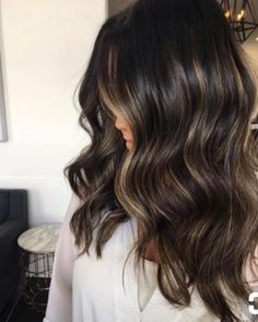 Subtle blonde bayalage ribbons on dark brunette base.