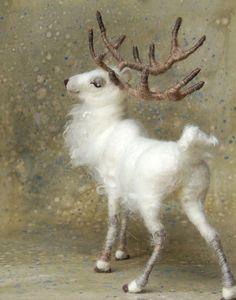 Needlefelted white stag (Sarafina fiberart). Feltwork, deer / reindeer figurine
